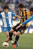 BARCELONA - 12 de fevereiro: Helder Postiga(R) do Real Zaragoza vies com Coutinho(L) do RCD Espanyol durante