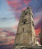 mittelalterliche katholische Kirche (14. Jh.). Chiesa Matrice in Erice, Sizilien.