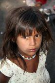 Hoopvol arme Indiase meisje