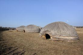 pic of zulu  - Traditional Zulu beehive huts - JPG