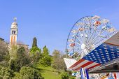 picture of ferris-wheel  - Symbols of the USA flag and Ferris wheel - JPG