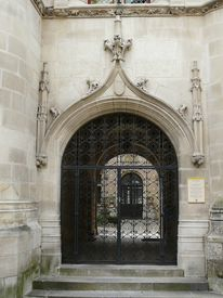 pic of poitiers  - Ornate carved medieval gateway in Poitiers - JPG