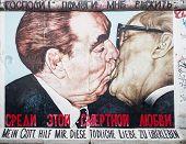 East Side Gallery Graffiti Kiss