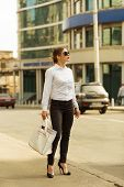 image of shiting  - Stylish business woman in the big city - JPG