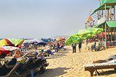 Escena de la concurrida playa de Sandy