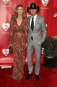 LOS ANGELES - FEB 8:  Faith Hill, Tim McGraw arrives at the 2013 MusiCares Person Of The Year Gala a