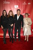 LOS ANGELES - FEB 8:  Jessica Springsteen, Patti Scialfa, Bruce Springsteen, Adele Springsteen arriv