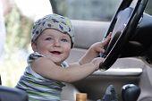 Постер, плакат: Baby позы в машине