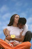 Menina e homem apaixonado - céu