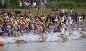 Filipinas de Ironman, comienzo de la carrera de natación