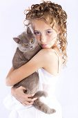 girl holds her cat in the arms