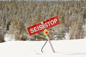 Parar - perigo de Avalanche na encosta