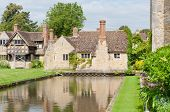pic of hever  - Hever castle in England and its surroundings - JPG