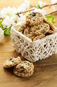 Crispy cookies with sunflower seeds and raisins