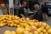 Selling Grapefruits In Izmir, Turkey