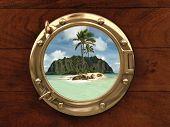 Ojo de buey dentro de una nave con vistas a una isla desierta