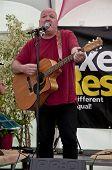 Tyrann von Exeter basierte-Band Schlammspringer, die live im akustischen Café an der Exeter-Achtung