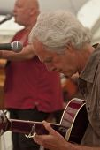 Alan Rice aus Exeter basierte Band Schlammspringer, die live in the Acoustic Cafe in Exeter-Res