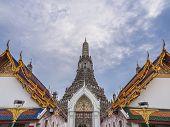 Wat Arun lanscrape sky temple wide angle