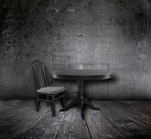 Постер, плакат: стул и стол в старом гранж интерьер