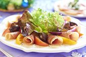 Salad with prosciutto and tomatoes