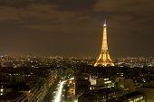 28. Februar Paris: den Eiffelturm in der Nacht 28. Februar 2009 in Paris, Frankreich.