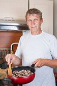 mature man makes to itself a supper