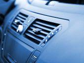 Interior del coche moderno, macro, disparo, poca profundidad de foco