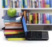 Libros y portátil