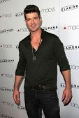 LOS ANGELES - SEP 7:  Robin Thicke arrives at the Macy's Passport 30th Glamorama at Orpheum Theater