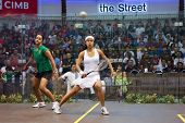 DAMANSARA - 15 SEP: Mundo #1 Nicol David (blanco) juega Raneem El Weleily en la final femenina de la