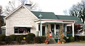 NASHVILLE, TN-NOV 6, 2014: The Loveless Motel and Cafe in Nashville, Tennessee on Highway 100 is known for its southern style cooking, and its biscuits, country ham, and red-eye gravy.