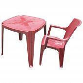 Mesa de plástico rojo y aislado de la silla