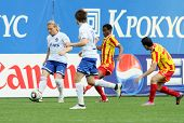MOSCOW - MAY 15: Dinamo's forward Andrei Voronin (L) in a game of the 11th round of Russian Football