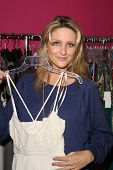 Stephanie Pratt dress shopping to attend the Grand Finale of