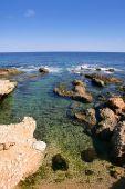 Praia no mar Mediterrâneo de Alicante Denia Espanha