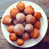 foto of sprinkling  - Sweet doughnuts sprinkled with sugar powder on a  white plate - JPG