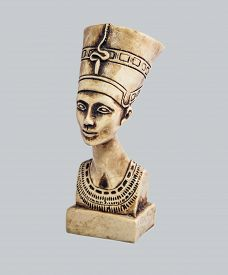 picture of nefertiti  - Bust of the queen of Egypt Nefertiti in the imperial clothes looking in a distance - JPG