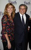NEW YORK - Dezember 6: Sänger Tony Bennett und Frau Susan beachtet die Gesicht von Tisch-Gala in den Fred