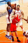 NEW YORK - FEBRUARY 9: New York Knicks forward Amar'e Stoudemire and Los Angeles Clippers forward Blake Griffin battle for the ball at Madison Square Garden on February 9, 2011 in New York City.