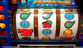 picture of slot-machine  - Slot machine fun in Las Vegas Navada - JPG