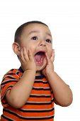 Twee-jaar-oude Spaanse jongen schreeuwen