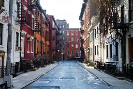 pic of brownstone  - New York City  - JPG