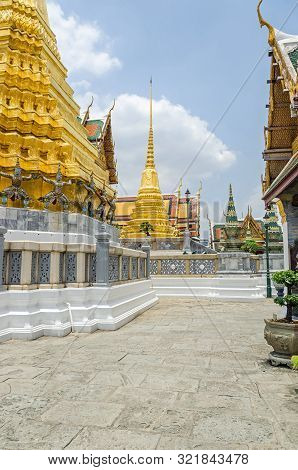 poster of Golden Chedi Phra Sri Rattana In Sri Lankan Style Enshrining Ashes Of The Buddha And A Golden Chedi