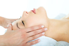 picture of spa massage  - Photo of masseuse - JPG