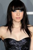 LOS ANGELES - 10 de fev: Carly Rae Jepsen chega no 55o Anual Grammy Awards no Staples Cent