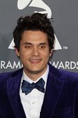LOS ANGELES - 10 de fev: John Mayer chega no 55o Anual Grammy Awards no Staples Center