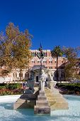 University Of Southern California Water Fountain And Statue In Front Of Doheny Library.