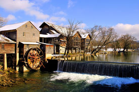 pic of smoky mountain  - The Old Mill in Pigeon Forge - JPG