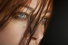 picture of cry  - beauty girl cry on black background - JPG